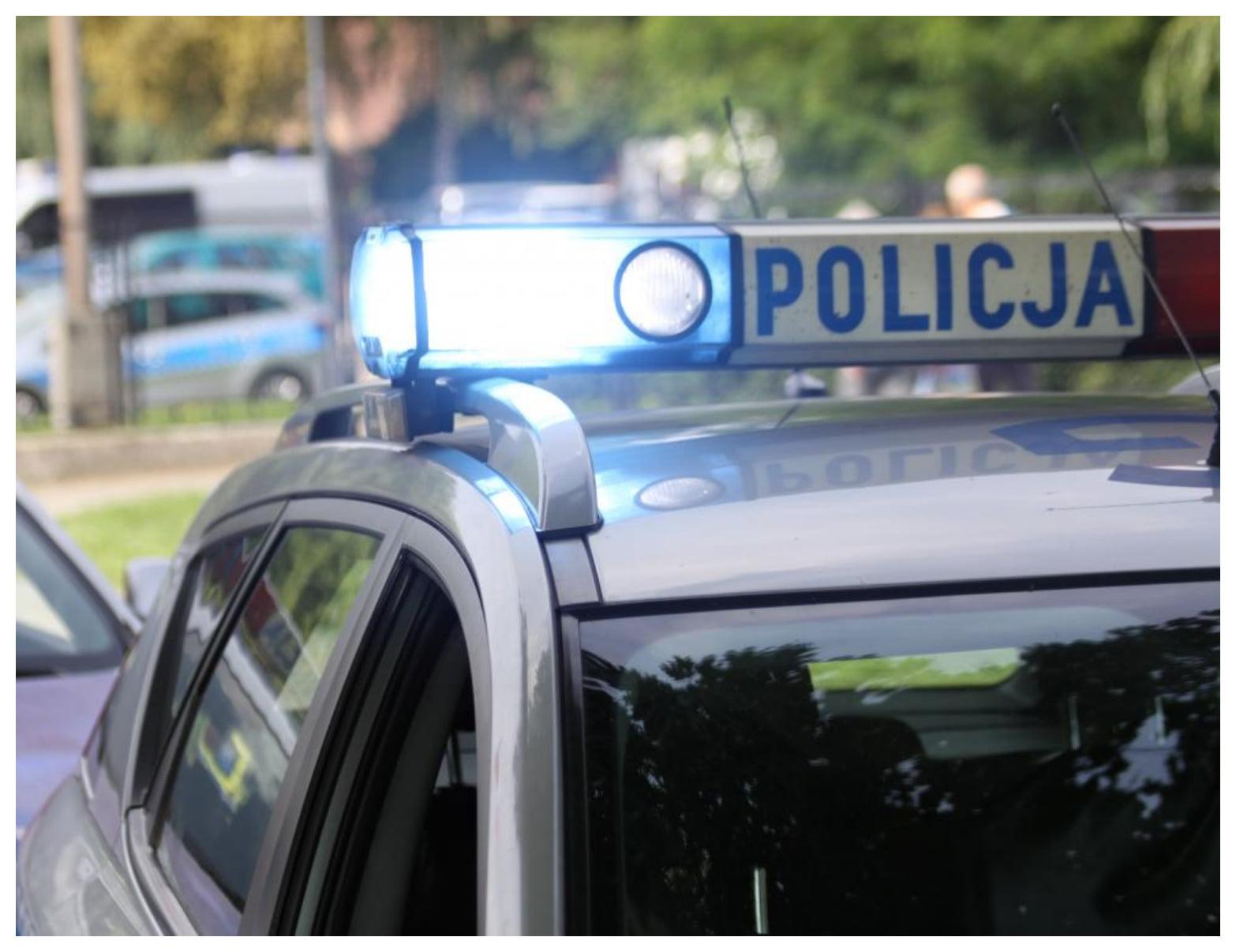 2020-04-16 Oświęcim Mieszkanka Oświęcimia pomogła zagubionej seniorce, policjanci odwieźli ją do domu Komenda Po[...]