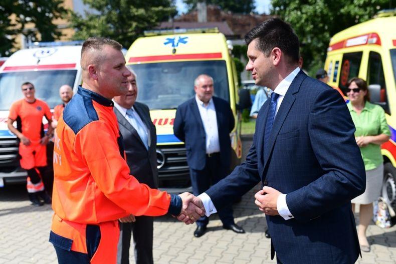 Małopolska Tarcza Antykryzysowa- 12 ambulansów dla małopolskich szpitali malopolska pl