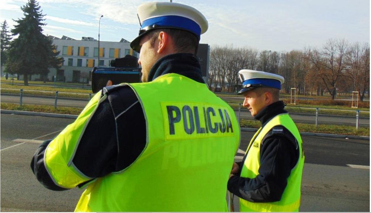 KPP Oświęcim Policjanci WRD mierzą prędkość