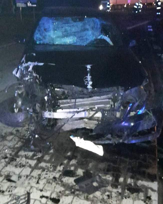 KPP Oświęcim. Mercedes po kolizji w Bielanach 10.11 (2)