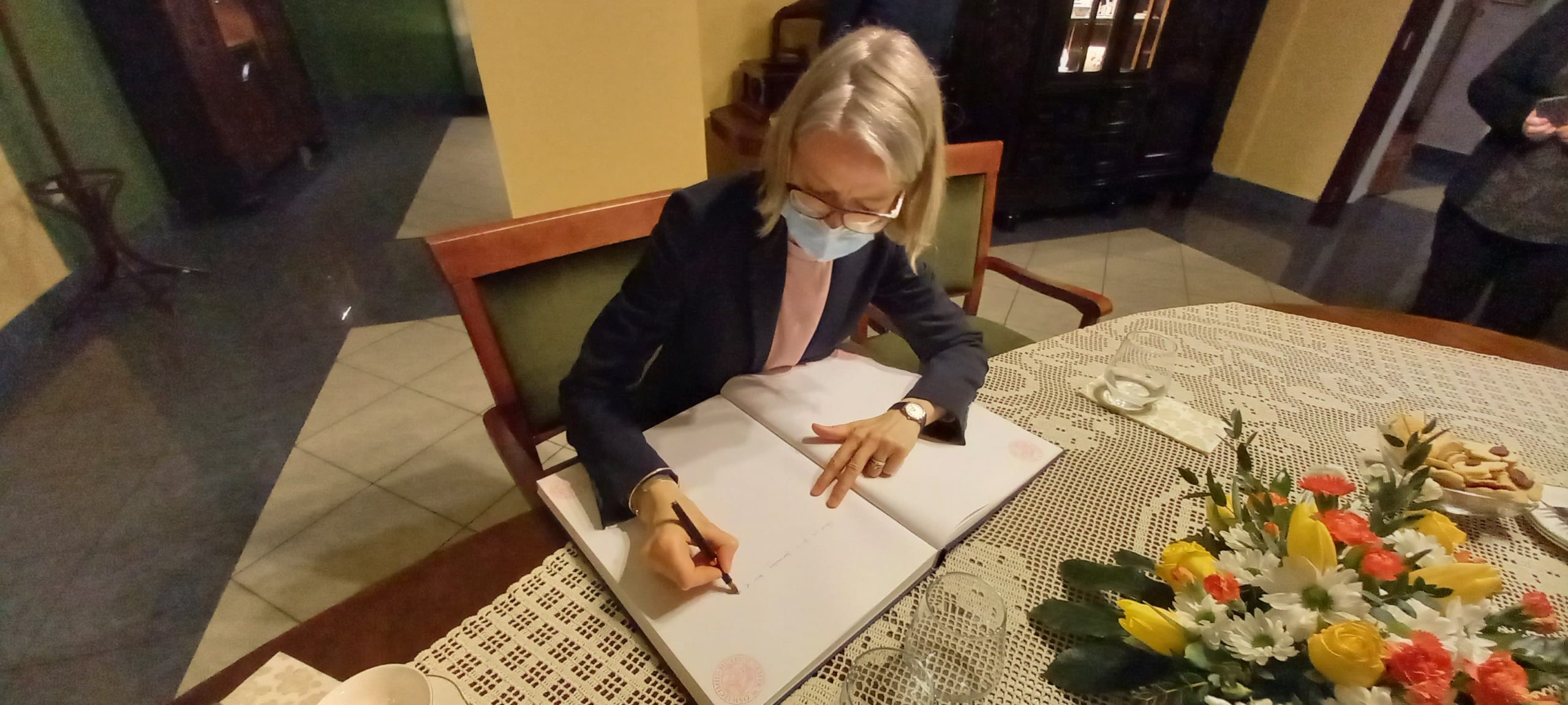 Oswiecim-zamek-ambasador-Anna-Clunes-historia-03-scaled Wizyta Pani Ambasador Wielkiej Brytanii w Oświęcimiu oswiecim pl