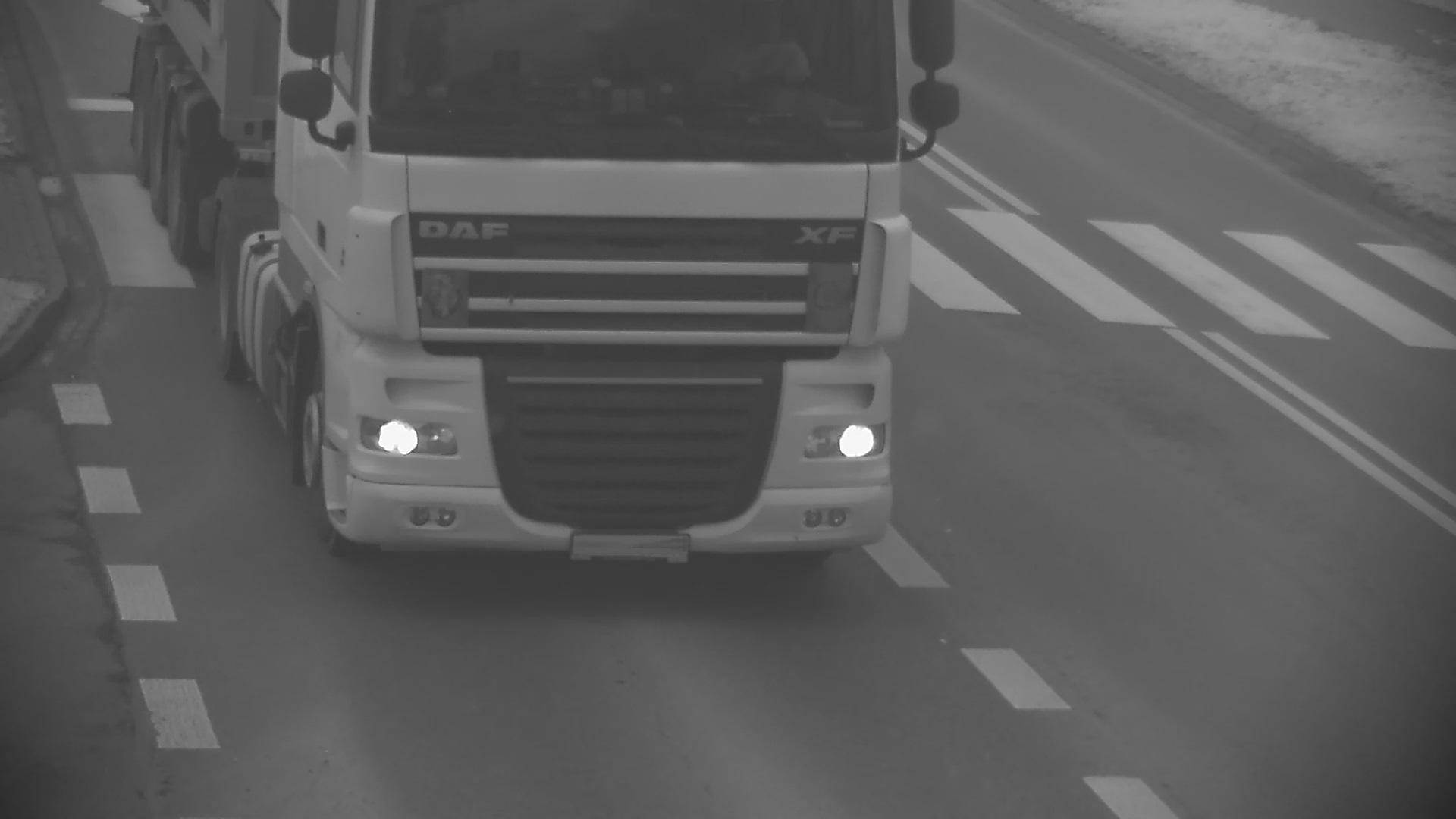KPP Oświęcim. Zdjęcia z monitoringu ciężarówki (2)
