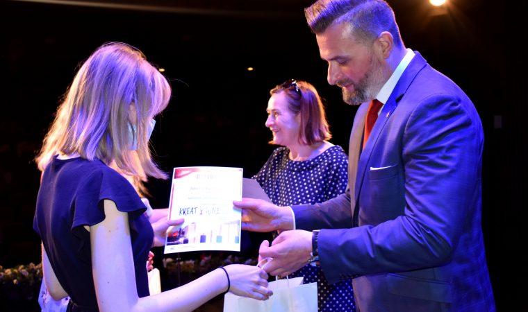 Powiat Oświęcimski docenia uzdolnioną młodzież – Gala Kreatywni 2021
